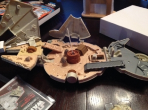 star-wars-the-force-awakens-millennium-falcon-micromachines-playset-080615-007